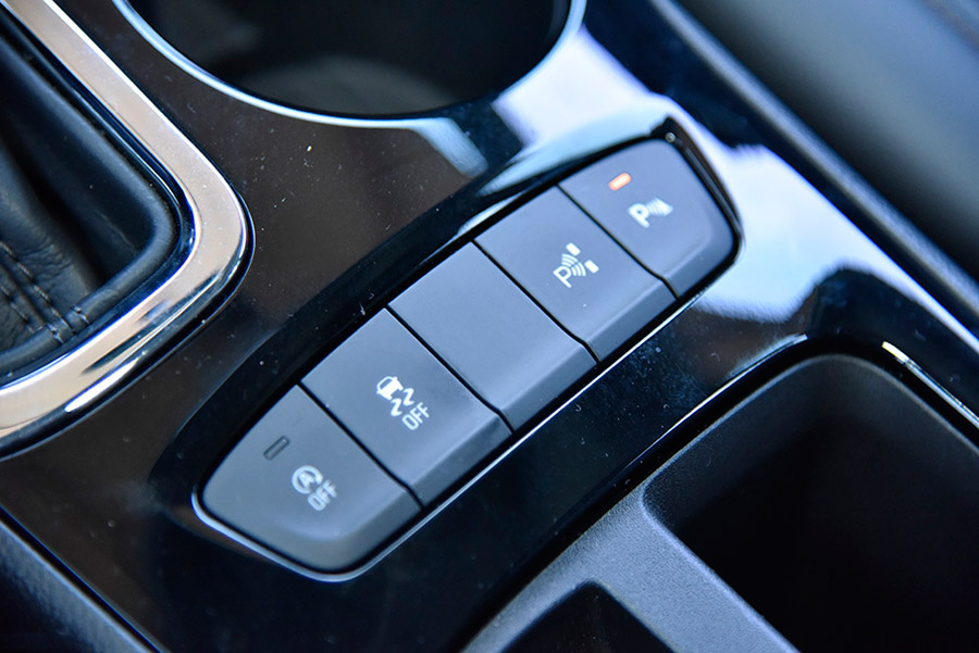 此外,全新科鲁兹采用了电子手刹以取代传统手刹设计,包括发动机启停