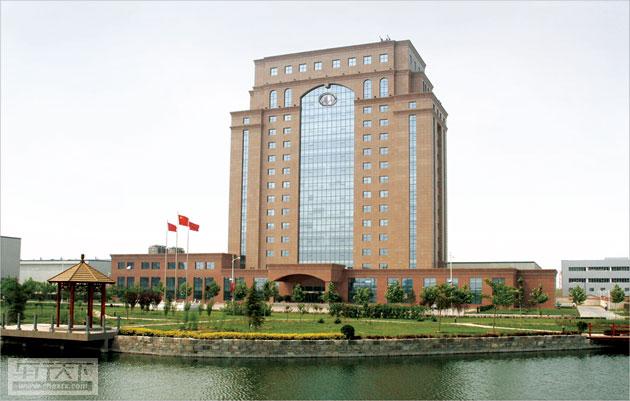 一、关于车展聚焦哈弗的相关介绍     2014年北京车展,长城汽车聚焦哈弗,展车均为哈弗品牌车型;  长城汽车厂区鸟瞰图  哈弗品牌独立1年时间,不论是其产品品种,还是品牌效应都已初具成效,借车展平台展示哈弗最新车型、技术,及未来发展方向,强化外界对哈弗的独立品牌的记忆;     聚焦是长城汽车核心战略,哈弗是公司重点聚焦目标,只展哈弗是为是为更好的突出其专注、