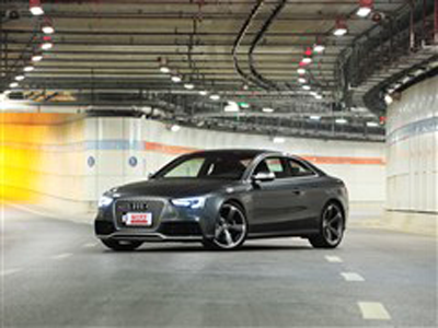 奥迪RS 5展车到店 需提前预订 订金13万元