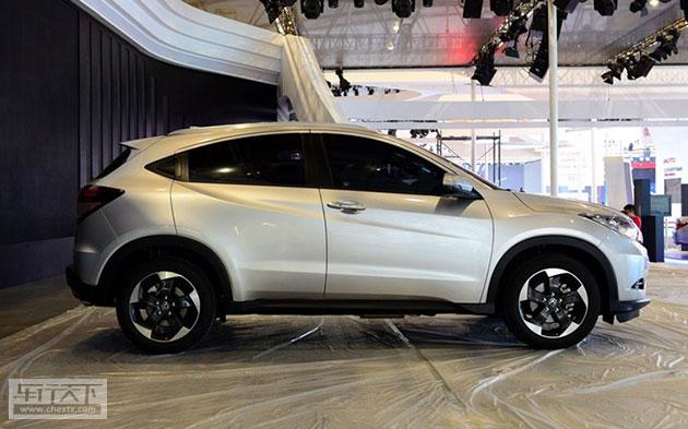 2014年9月10日20:00-21:00,广汽本田将于北京正式公布旗下全新小型SUV缤智的预售价区间。据悉,此前有媒体透露称,该车的预售价为13.98万元起。此外,最新消息显示,这款车已经确定将于10月份正式上市。    据悉,广汽本田缤智将提供五种车身颜色可选,分别为奥夫特黑、塔夫绸白、探戈红、玫瑰黑以及丝缎银。新车车身尺寸长宽高分别为4294/1772/1605mm,轴距为2610mm,另外该车还配备了215/55 R17的