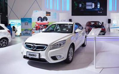 北汽新能源双品牌战略向上突围 明星车型齐聚广州车展