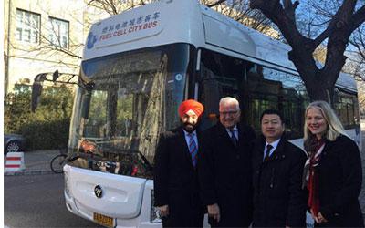 加拿大总理特鲁多参观福田欧辉氢燃料电池客车