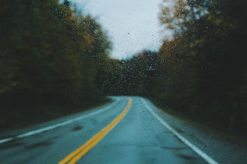 确保雨天安全行车的正确姿势?奔腾X40实力诠释新操作_图片新闻