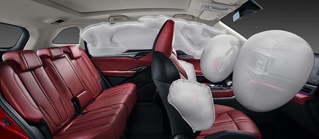 CS75PLUS采用了成本更高、保护更全面的6安全气囊+超大侧气帘配置